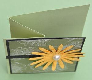 Scrap Daisy Card Hinge Fold